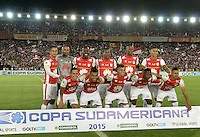 BOGOTÁ - COLOMBIA -09-12-2015: Jugadores de Santa Fe posan para una foto durante los actos protocolarios previo al encuentro de vuelta entre Independiente Santa Fe (COL) y Huracan (ARG) por la final de la Copa Sudamericana 2015 jugado en el estadio Nemesio Camacho El Campín de la ciudad de Bogota./ Players of Santa Fe pose to a photo during the formal events prior the secong leg match between Independiente Santa Fe (COL) and Huracan (ARG) for the final of the Copa Sudamericana 2015 played at Nemesio Camacho El Campin stadium in Bogota city.  Photo: VizzorImage/ Gabriel Aponte /Staff