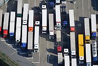 LKW Parkplatz : EUROPA, DEUTSCHLAND, HAMBURG, (EUROPE, GERMANY), 09.04.2017 LKW Parkplatz in Hamburg Moorfleet