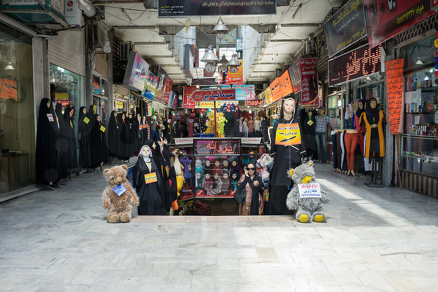 June 29, 2014 - Shiraz, Iran. Mannequins in traditional Islamic dress are seen lined up in a local mall. © Thomas Cristofoletti / Ruom