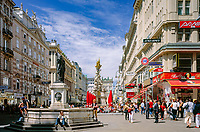 Austria, Vienna, Graben (pedestianized zone) with the Baroque Plague Column | Oesterreich, Wien, Graben (Fußgaengerzone) mit der Pestsaeule (Barock)