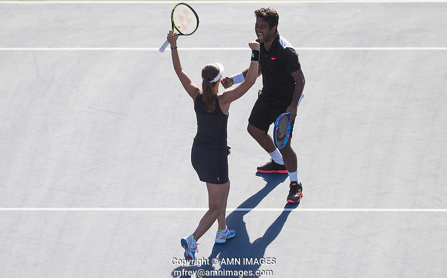 LEANDER PAES (IND) MARTINA HINGIS (SUI)<br /> <br /> The US Open Tennis Championships 2015 - USTA Billie Jean King National Tennis Centre -  Flushing - New York - USA -   ATP - ITF -WTA  2015  - Grand Slam - USA  <br /> <br /> &copy; AMN IMAGES