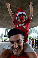 SÃO PAULO, SP, 14.12.2013 – PROTESTO TORCIDA DA PORTUGUESA: Torcedores da Portuguesa protestaram na tarde deste sabado (14) na Av. Paulista contra o possivel rebaixamento do time da Portuguesa, que poderá perder 4 pontos por ter escalado o jogador Heverton, no ultimo jogo contra o Grêmio. O caso será julgado nesta segunda feira. Foto: Levi Bianco – Brazil Photo Press.