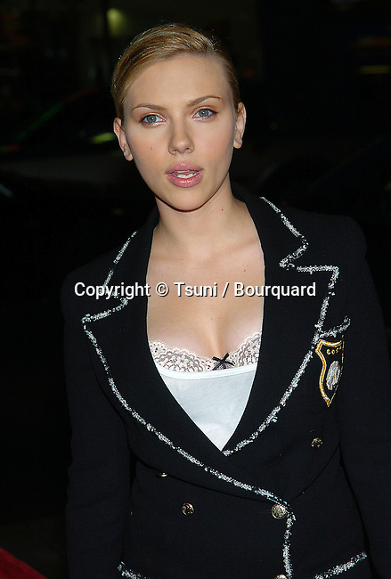 Scarlett Johannson arriving at the Good Company Premiere at the Chinese Theatre in Los Angeles. December 6, 2004.
