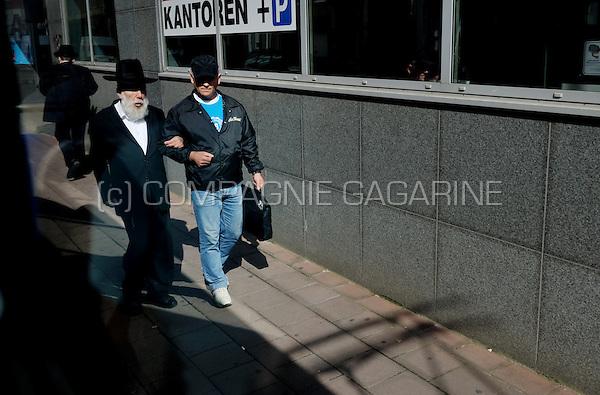 Jewish people in the Lange Leemstraat in Antwerp's Jewish quarter (Belgium, 09/09/2008)