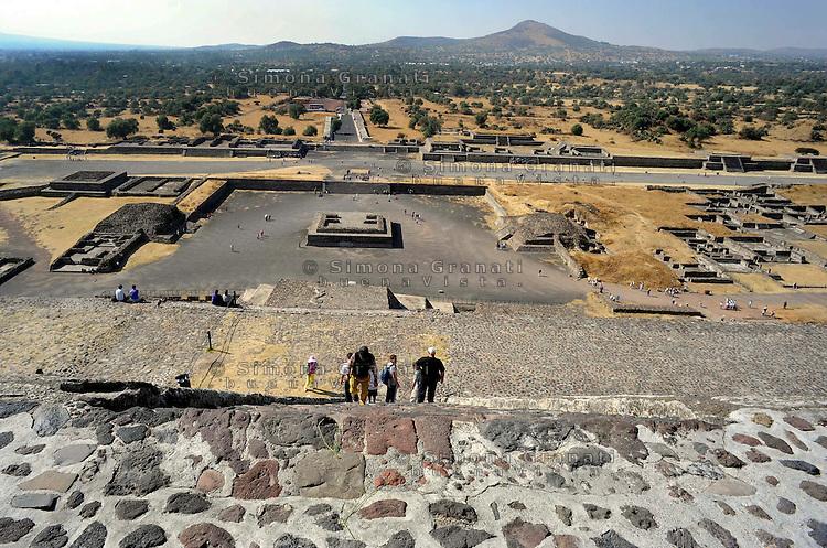 Città del Messico, Dicembre 2010.Le rovine e le Piramidi di Teotihuacan, la città degli Dei.Il viale dei Morti..Mexico City, December 2010.The ruins and the pyramids of Teotihuacan, the city of the Gods.Avenue of the Dead.