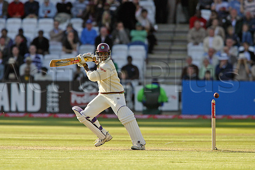19 May 2007:  West Indies batsman Shivnarine Chanderpaul batting during the first Innings of the first npower test match between England and West Indies at Lords, London. Photo: Neil Tingle/Actionplus...070519 cricketer cricket player