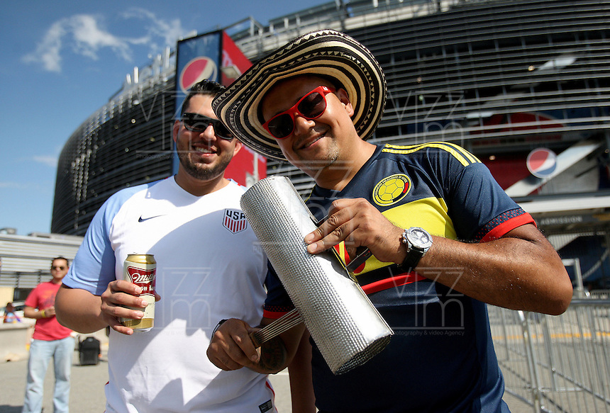 NEW JERSEY - UNITED STATES, 17-06-2016: Hinchas de Colombia animan a su equipo previo al partido por los cuartos de final entre Colombia (COL) y Peru (PER)  por la Copa América Centenario USA 2016 jugado en el estadio MetLife en Nueva Jersey, USA. /  Fans of Colombia cheer their team prior thematch for the quarter of finals between Colombia (COL) and Peru (PER) for the Copa América Centenario USA 2016 played at MetLife stadium in New Jersey, USA. Photo: VizzorImage/ Luis Alvarez /Cont.