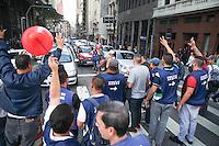 SÃO PAULO, SP - 18.05.2015 - SERVIDORES-SP - Servidores públicos municipais fazem paralisação e protestam em frente a prefeitura no centro de São Paulo nesta quarta-feira (20). Os sindicatos dos servidores, pressionam a prefeitura por reajustes salariais e melhores condições de trabalho. (Foto: Douglas Pingituro / Brazil Photo Press)