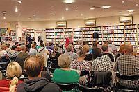 """Der Darmstädter Krimiautor Michael Kibler stellt seinen neuen Kriminalroman """"Sterbenszeit"""" im Rahmen einer Premierenlesung vor"""