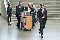 In einer nichtoeffentlichen Sondersitzung des Bundestagsausschuss fuer Verkehr und digitale Infrastruktur, am Mittwoch den 24. Juli 2019, berichtete Bundesverkehrsminister Andreas Scheuer (CSU) dem Ausschuss ueber Vertragsinhalte und moegliche Schadensersatzansprueche im Hinblick auf Kuendigungen von Vertraegen zur Infrastrukturabgabe (MAUT) in Folge des Urteils des Europaeischen Gerichtshofs (EuGH). Das Verkehrsministerium hatte, noch bevor die Einfuehrung der MAUT rechtsgueltig haette werden koenne, millionenschwere Vertraege mit Firmen abgeschlossen.<br /> Im Bild: Verkehrsminister Scheuer (rechts) auf dem Weg zur Sitzung. Hinter ihm ein Mitarbeiter mit einem Rollwagen, auf dem Aktenordner mit den Vertraegen sind.  <br /> 24.7.2019, Berlin<br /> Copyright: Christian-Ditsch.de<br /> [Inhaltsveraendernde Manipulation des Fotos nur nach ausdruecklicher Genehmigung des Fotografen. Vereinbarungen ueber Abtretung von Persoenlichkeitsrechten/Model Release der abgebildeten Person/Personen liegen nicht vor. NO MODEL RELEASE! Nur fuer Redaktionelle Zwecke. Don't publish without copyright Christian-Ditsch.de, Veroeffentlichung nur mit Fotografennennung, sowie gegen Honorar, MwSt. und Beleg. Konto: I N G - D i B a, IBAN DE58500105175400192269, BIC INGDDEFFXXX, Kontakt: post@christian-ditsch.de<br /> Bei der Bearbeitung der Dateiinformationen darf die Urheberkennzeichnung in den EXIF- und  IPTC-Daten nicht entfernt werden, diese sind in digitalen Medien nach §95c UrhG rechtlich geschuetzt. Der Urhebervermerk wird gemaess §13 UrhG verlangt.]