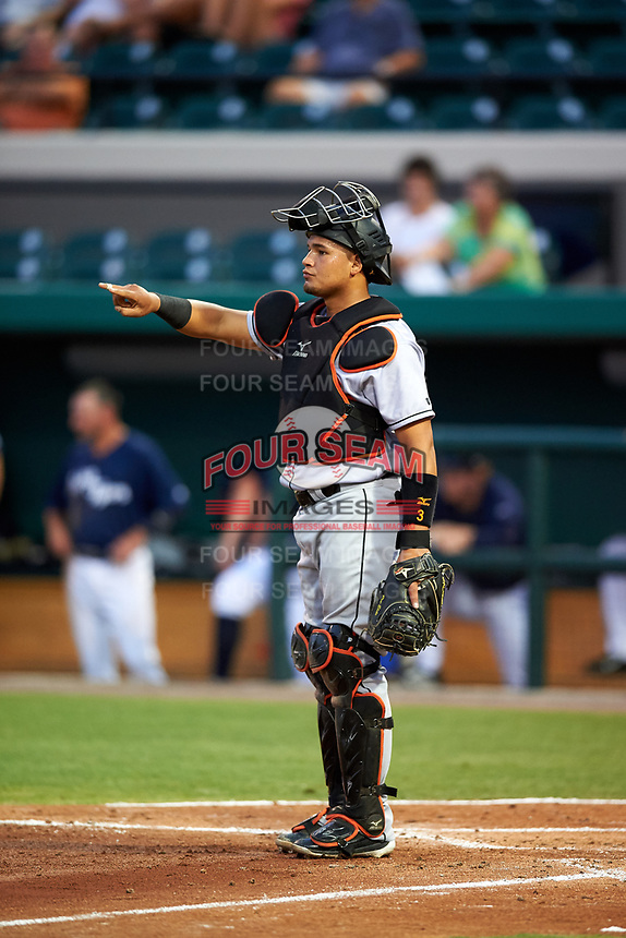 Jupiter Hammerheads catcher Rodrigo Vigil (15) signals to the defense during a game against the Lakeland Flying Tigers on April 17, 2017 at Joker Marchant Stadium in Lakeland, Florida.  Lakeland defeated Jupiter 5-1.  (Mike Janes/Four Seam Images)