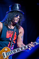 Slash performing live with Myles Kennedy and the Conspirators at Max-Schmeling-Halle, Berlin. Germany, 12.06.2012.<br />