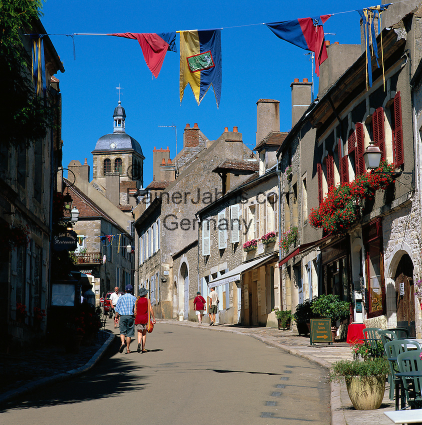 France, Burgundy, Département Yonne, Vézelay: Old Town lane | Frankreich, Burgund, Département Yonne, Vézelay: Altstadtgasse