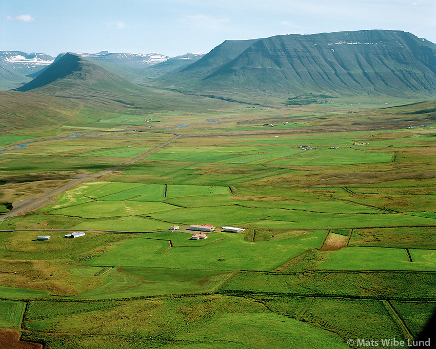 Garðakot séð til austurs, Hólahreppur   /   Gardakot viewing east, Holahreppur.  -  New name of the county since June 1998:  Sveitarfélagið Skagafjörður  /  Sveitarfelagid Skagafjordur.