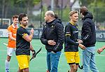 BLOEMENDAAL -  Teleurstelling bij Den Bosch  na de verloren  hoofdklasse competitiewedstrijd hockey heren,  Bloemendaal-Den Bosch (2-1) . midden coach Eric Verboom (Den Bosch) en links Sebastian van der Graaf (Den Bosch) , rechts Noud Schoenaker (Den Bosch)   COPYRIGHT KOEN SUYK