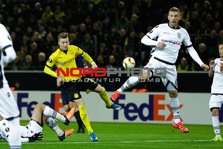 10.12.2015, Signal Iduna Park, Dortmund, GER, im Bild Marco Reus (Borussia Dortmund #11) mit der Schussmoeglichkeit<br /> <br /> Foto &not;&copy; nordphoto / Rauch *** Local Caption ***