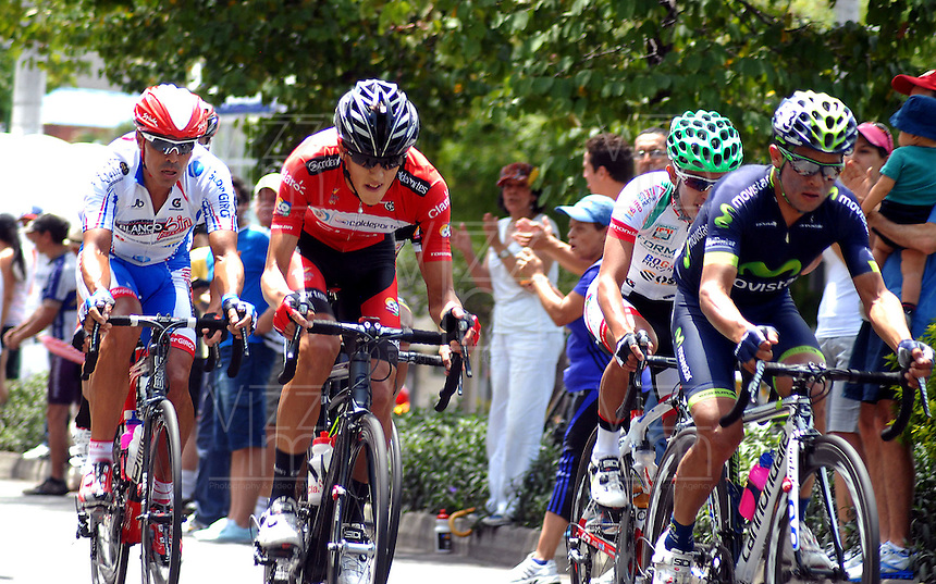 COLOMBIA. 17-08-2014. Ciclistas durante el Circuito en Medellín 97.2 Km en la última etapa de la Vuelta a Colombia 2014 en bicicleta que se cumple entre el 6 y el 17 de agosto de 2014. / Cyclists during the circuit in Medellin 97.2 Km in the last stage of the Tour of Colombia 2014 in bike holds between 6 and 17 of August 2014. Photo:  VizzorImage/ José Miguel Palencia / Str