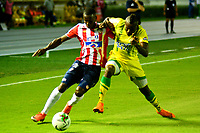 BARRANQUILLA - COLOMBIA, 09-03-2019: Daniel Moreno de Atlético Junior disputa el balón con Marvin Vallecilla de Atlético Bucaramanga, durante partido de la fecha 9 entre Atlético Junior y Atlético Bucaramanga, por la Liga Águila I 2019, jugado en el estadio Metropolitano Roberto Meléndez de la ciudad de Barranquilla. / Daniel Moreno of Atletico Junior vies for the ball with Marvin Vallecilla of Atletico Bucaramanga, during a match of the 9th date between Atletico Junior and Atletico Bucaramanga, for the Aguila Leguaje I 2019 at the Metropolitano Roberto Melendez Stadium in Barranquilla city, Photo: VizzorImage  / Alfonso Cervantes / Cont.