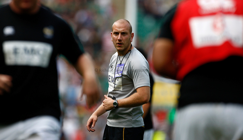 Photo: Richard Lane/Richard Lane Photography. Saracens v London Wasps. Aviva Premiership. 03/09/2011. Huw Davies, Wasps' Head of Strength and Conditioning during warm up.