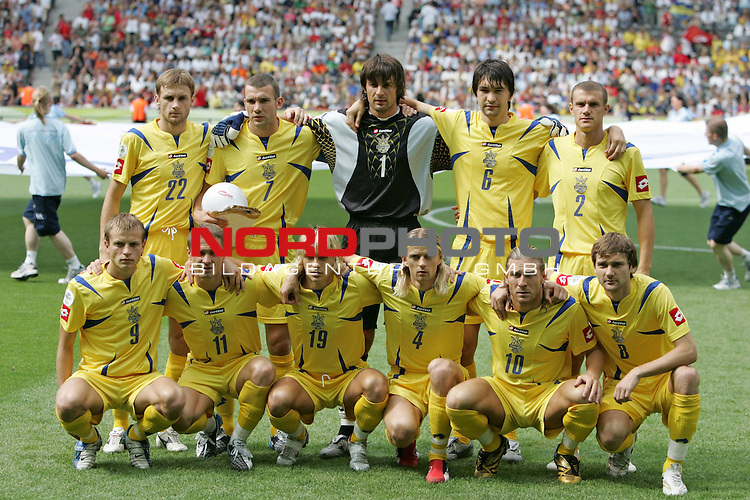 FIFA WM 2006 - Gruppe H ( Group H )<br /> Play #48 (23-Jun) - Ukraine vs Tunisia.<br /> The team from Ukraine (Vyacheslav Sviderskyi, Andriy Shevchenko, Oleksandr Shovkoskyi, Andriy Rusol, Andriy Nesmachnyi (l-r, above), Oleg Gusev, Serhiy Rebrov, Maksym Kalinichenko, Anatoliy Tymoschuk, Andriy Voronin and Oleg Shelayev) prior to the match of the World Cup in Berlin.<br /> Foto &copy; nordphoto