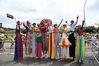 SÃO PAULO, SP, 30.01.2016 - CARNAVAL-SP - Concentração do bloco Bicho Maluco Beleza durante desfile pela avenida Pedro Alvares Cabral, próximo ao Monumento as Bandeiras, na zona sul de São Paulo, na tarde deste sábado, 30. (Foto: Adriana Spaca/Brazil Photo Press/Folhapress)
