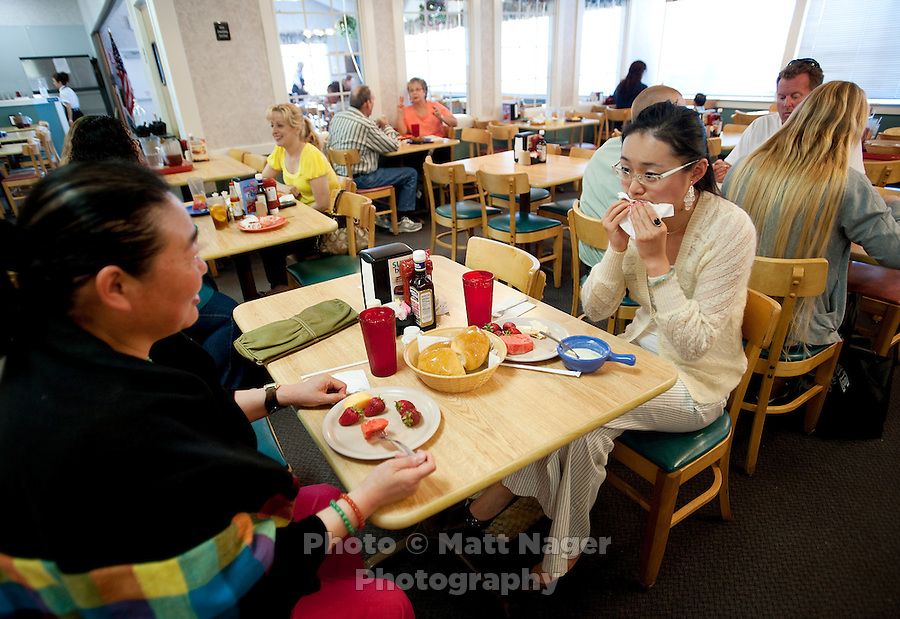 """Yue Zheng (cq, right) enjoys lunch with her mother Dongping Yuan (cq, left) at a Golden Corral restaurant in Lawton, Oklahoma, April 29, 2010. Zheng is adapting to life in the US after two years of teaching high school Chinese as part of a """"guest teacher"""" program...PHOTO/ MATT NAGER"""