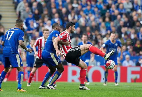 03.04.2016. King Power Stadium, Leicester, England. Barclays Premier League. Leicester versus Southampton.  Southampton defender Virgil van Dijk tries to keep possession whilst being pressured by Leicester City defender Wes Morgan.