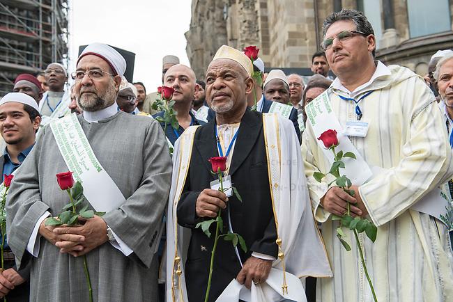 Der &quot;Marsch der Muslime gegen Terrorismus&quot; am Sonntag den 9. Juli 2017 in Berlin.<br /> Etwa sechzig Imame aus Frankreich und anderen europaeischen Laendern, darunter auch sechs Imame aus Berlin werden ab dem 9. Juli 2017 in europaeische Staedte fahren, wo es in den letzten Jahren besonders schwere islamistisch motivierte Terroranschlaege gegeben hat.In Berlin versammelten sie sich zusammen mit Mitgliedern der christlichen und juedischen Gemeinde an der Kaiser-Wilhelm-Gedaechtnis-Kirche in Berlin-Charlottenburg wo im Dezember 2016 einen Anschlag auf den Weihnachtsmarkt gegeben hatte.<br /> Der franzoesische Imam Hassen Chalghoumi aus dem Pariser Vorort Drancy engagiert sich seit vielen Jahren fuer ein friedliches Miteinander der Religionen, insbesondere im Verhaeltnis der Muslime zum Judentum. Zusammen mit seinem Freund, dem juedischen Schriftsteller Marek Halter, der seit Jahrzehnten in gleicher Weise engagiert ist hat er den &quot;Marche des musulmans contre le terrorisme&quot; initiert. Sie wollen nach Bruessel, Paris, St.-Etienne-du-Rouvray, Toulouse und Nizza und dort oeffentlich fuer die Opfer beten und gegen einen Missbrauch des Islam durch Terroristen und menschenfeindliche Gruppen eintreten.<br /> Die Evangelische Kirche Berlin-Brandenburg-schlesische Oberlausitz unterstuetzt das Anliegen der &quot;Marche des musulmans contre le terrorisme&quot;. Der Landesbischof Dr. Markus Droege hat an dem Gebet der Muslime auf dem Breitscheidplatz als Gast teilgenommen und einen Segen fuer die Teilnehmer ausgesprochen.<br /> 9.7.2017, Berlin<br /> Copyright: Christian-Ditsch.de<br /> [Inhaltsveraendernde Manipulation des Fotos nur nach ausdruecklicher Genehmigung des Fotografen. Vereinbarungen ueber Abtretung von Persoenlichkeitsrechten/Model Release der abgebildeten Person/Personen liegen nicht vor. NO MODEL RELEASE! Nur fuer Redaktionelle Zwecke. Don't publish without copyright Christian-Ditsch.de, Veroeffentlichung nur mit Fotografennennung, sowie gegen Hon