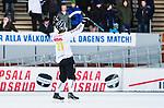Uppsala 2015-02-28 Bandy Elitseriekval IK Sirius - Gripen Trollh&auml;ttan BK :  <br /> Gripen Trollh&auml;ttans Tony Eklind firar sitt 1-0 m&aring;l framf&ouml;r Sirius publik under matchen mellan IK Sirius och Gripen Trollh&auml;ttan BK <br /> (Foto: Kenta J&ouml;nsson) Nyckelord:  Bandy Elitserien Elitseriekval Kval Kvalserien Uppsala Studenternas IP IK Sirius IKS Gripen Trollh&auml;ttan jubel gl&auml;dje lycka glad happy