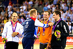 Engeland, London, 7 augustus 2012.Olympische Spelen London.Baanwielrenner Chris Hoy feliciteerd Teun Mulder op de Olympische Spelen in Londen met de gedeelde Bronzen medaille, veroverd op de keirin