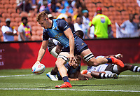 Argentina's Matías Osadczuk scores during the men's pool match against Fiji. Day two of the 2020 HSBC World Sevens Series Hamilton at FMG Stadium in Hamilton, New Zealand on Sunday, 26 January 2020. Photo: Dave Lintott / lintottphoto.co.nz