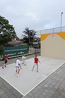 MUURKAATSEN: JIRNSUM: It Keatsplein op Sportpark De Bining, 09-07-2012, Muorrekeatsferiening De Wide Stege, 1e Iepen Frysk Kampioenskip Muorrekeatsen (Hearen Frije Formaasje), Kwalifikaasjeronde, Poule A, Team 1 (Wit: Tarek Laarif (Deinum) / Remco den Dulk (Grou)) - Team 4 (Rood: Sjerrie Hoekstra (Akkrum) / Erwin Knol (Akkrum)), ©foto Martin de Jong
