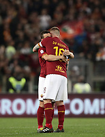 Football, Serie A: AS Roma - Parma, Olympic stadium, Rome, May 26, 2019. <br /> Roma's captain Daniele De Rossi (r) greets this teammate Alessandro Florenzi (l) after giving to him the captain's armband as he leaves the pitch during the Italian Serie A football match between Roma and Parma at Olympic stadium in Rome, on May 26, 2019.<br /> UPDATE IMAGES PRESS/Isabella Bonotto