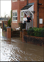 BNPS.co.uk (01202 558833)<br /> Pic: PhilYeomans/BNPS<br /> <br /> Plucky pensioner's keep up the Xmas spirit as flood waters threaten her house....<br /> <br /> The River Stour at Christchurch, Dorset, broke its banks last night causing the Iford Bridge Home Park to be evacuated as 3 feet of flood water swept through.