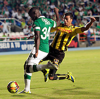 CALI-COLOMBIA-02-MARZO-2014. Carlos Rivas del Deportivo Cali (Izq) disputa el bal—n con Juan Arboleda (Der) jugador  de Alianza Petrolera , durante partido por la fecha 14 , jugado en el estadio Pascual Guerrero ciudad de la ciudad de Cali . / Carlos Rivas  (L) player of Deportivo Cali vies for the ball with Juan Arboleda (R) player of  Alianza Petrolera during a match for the 14th date of the Liga Postobon I-2014 at the Pascual Guerrero Stadium in Cali  city, Photo: VizzorImage  / Juan Carlos Quintero  / Stringer.