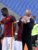 Calcio, Serie A: Roma vs Napoli. Roma, stadio Olimpico, 25 aprile 2016.<br /> Roma&rsquo;s coach Luciano Spalletti, right, kisses his player Radja Nainggolan, who cored the winning goal during the Italian Serie A football match between Roma and Napoli at Rome's Olympic stadium, 25 April 2016. Roma won 1-0.<br /> UPDATE IMAGES PRESS/Isabella Bonotto