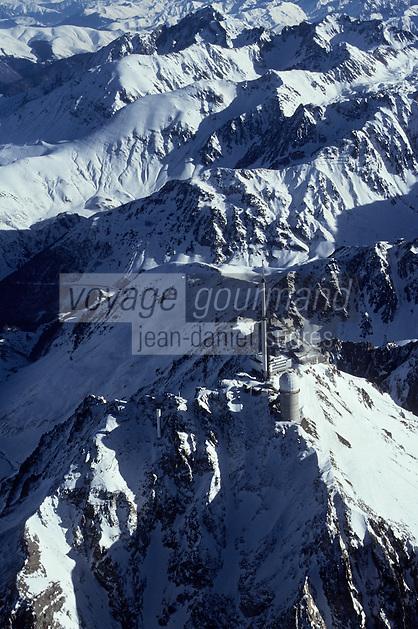 Europe/France/Midi-Pyrénées/65/Hautes-Pyrénées/Pic du Midi-Bigorre (2872mètres): Le sommet du pic avec l'observatoire et l'antenne de télédiffusion - Vue aérienne