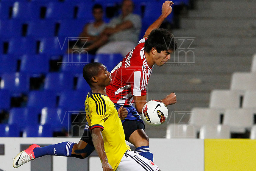 MENDOZA -ARGENTINA- 03-02-2013: Luis Mena (Izq.) de Colombia, disputa el balón Brian Montenegro (Der.) de Paraguay, durante partido entre los seleccionados de Colombia y Paraguay en el estadio La Malvinas de Mendoza Argentina,  febrero 3 de 2013. En partido la final del Suramericano Sub 20, Colombia se coronó campeón y clasificó al mundial en Turquia. Luis Mena (L) from Colombia, fights for the ball with Brian Montenegro (R) from Paraguay, during the match between Colombia and Paraguay in the stadium The Falklands in Mendoza, Argentina, on February 3, 2013. In South American game for the final of the Under 20, Colombia was crowned champion and qualified for the world in Turkey world cup.  Photo: Photosport / Photogamma /VizzorImage/