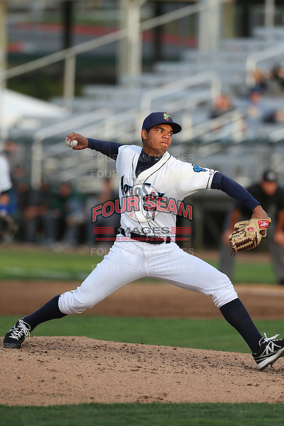 Jefferson Medina #27 of the Everett AquaSox pitches against the Boise Hawks at Everett Memorial Stadium on July 22, 2014 in Everett, Washington. Everett defeated Boise, 6-0. (Larry Goren/Four Seam Images)