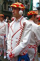 baskische Trachten, Fiesta San Fermin, Pamplona, Navarra, Spanien.