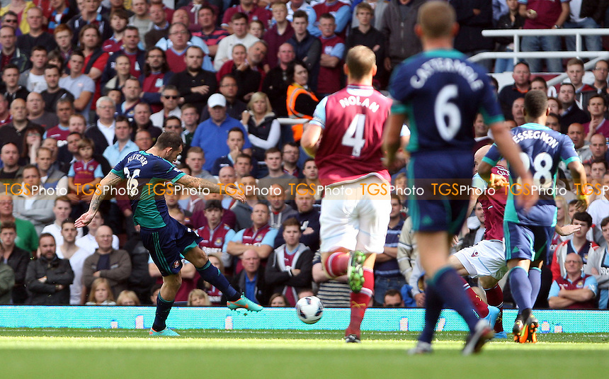 Steven Fletcher scores the 1st goal for Sunderland - West Ham United vs Sunderland - Barclays Premier League at Upton Park, West Ham - 22/09/12 - MANDATORY CREDIT: Rob Newell/TGSPHOTO - Self billing applies where appropriate - 0845 094 6026 - contact@tgsphoto.co.uk - NO UNPAID USE.