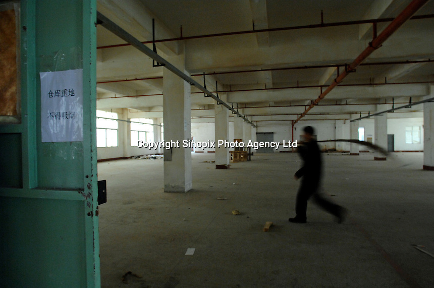 A deserted factory in Houjie Town, Dongguan, China. As the economy changes and Chinese labour gets more expensive, factories are closing leaving ghost towns behind them..20 Dec 2007