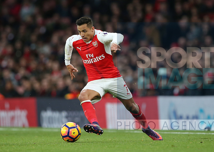 Arsenal's Alexis Sanchez in action during the Premier League match at the Emirates Stadium, London. Picture date October 26th, 2016 Pic David Klein/Sportimage