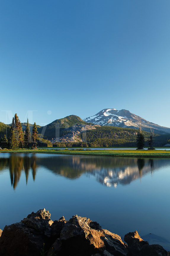 South Sister reflected in Sparks Lake at dawn, Cascade Lakes Scenic Byway, Oregon, USA, North America