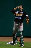 Saul Soto catcher de Mochis, durante el juego de beisbol de Naranjeros vs Cañeros durante la primera serie de la Liga Mexicana del Pacifico.<br /> 15 octubre 2013