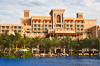 Al Qasr Hotel, part of the Madinat Jumeirah, and swimming pool. Dubai. United Arab Emirates.