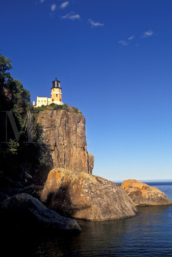 AJ2890, light house, Lake Superior, Minnesota, Lake Superior, Split Rock Lighthouse stands on top of a cliff overlooking Lake Superior at Split Rock Lighthouse State Park in Two Harbors in the state of Minnesota.