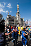 Belgium, Brussels - June 08, 2014;<br /> Gran exhibició castellera a Europa per reivindicar el dret a decidir: un castell al centre de Brussel·les / Grand Place;<br /> 145 people to build human towers in Brussels on Grand Place to claim the right to vote in a self-determination referendum; 'Catalans want to vote. Human towers for democracy';<br /> Photo © HorstWagner.eu