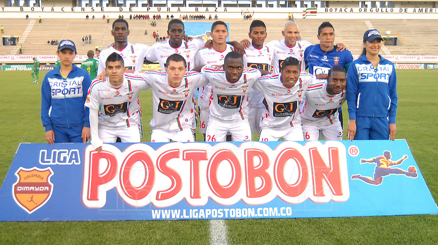 TUNJA - COLOMBIA -09-04-2014: Los jugadores de Patriotas FC posan para una foto durante partido Patriotas FC y La Equidad por la fecha 16 por la Liga de la Liga Postobon I 2014 en el estadio La Independencia en la ciudad de Tunja. / The players of Patriotas FC pose for a photo during a match Patriotas FC and La Equidad for the date 16th of the Liga de Postobon I 2014 at the La Independencia stadium in Tunja  city. Photo: VizzorImage  / Jose M. Palencia / Str. (Best quality available)