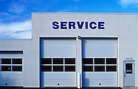 Service bay for an automotive repair shop
